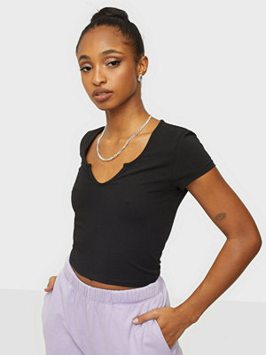 NLY Trend Perfect V Cut Tee