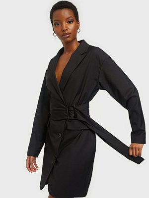 NLY Trend The Belted Suit Dress