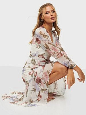 Festklänningar - NLY Trend Eyes On Me Ruched Dress