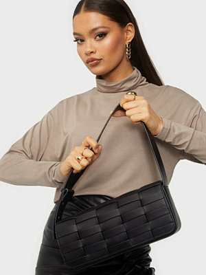 Pieces svart väska PCORLI SHOULDER BAG D2D