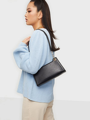Pieces svart väska PCJUKINA SHOULDER BAG D2D
