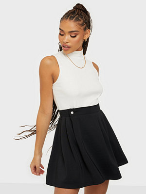 Missguided Pleated Side Pocket Skirt