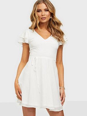 NLY Trend Double Flounce Sleeve Dress