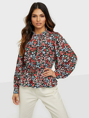 Only ONLTAMARA LS SLEEVE TOP WVN