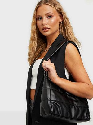 Pieces svart väska PCGUDDI DAILY BAG