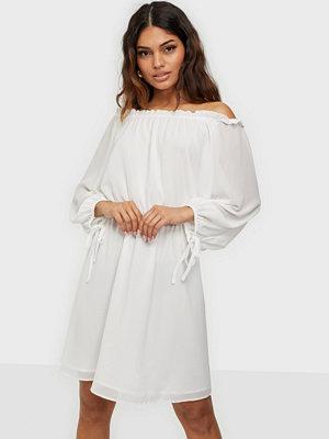 Glamorous Nelly x Glamorous Long Sleeve Chiffon Dress