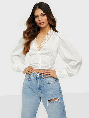 Glamorous Cropped V-Neck Top