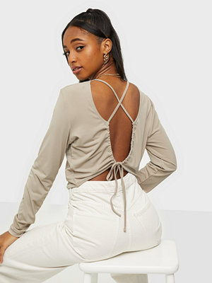 NLY Trend Effortless Criss Cross Top