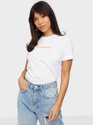 Toppar - Calvin Klein Jeans SHRUNKEN INSTITUTIONAL TEE