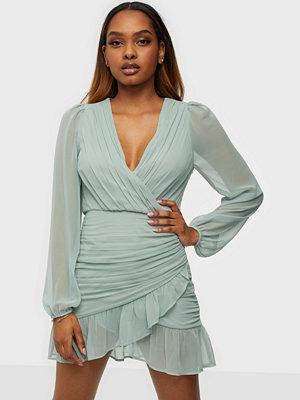 Festklänningar - NLY Trend In Love Ruched Dress