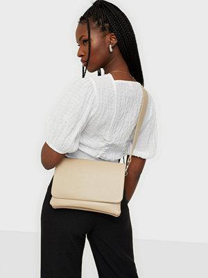 NLY Accessories omönstrad väska Favorite Crossbody Bag