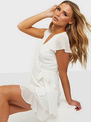 NLY Trend Dreamy Flounce Dress
