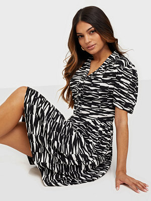 Calvin Klein SHORT SLV V-NK SHORT DRESS