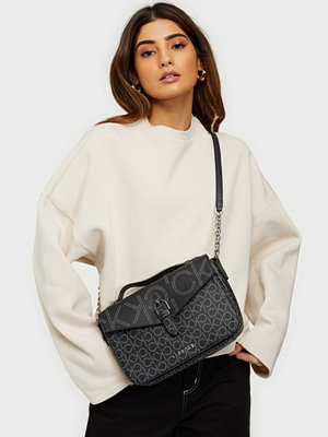 Calvin Klein vit väska SHOULDER BAG W/TOP H MONO SCL