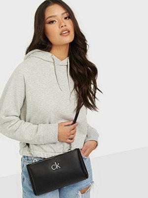 Calvin Klein svart väska XBODY W/ZIP