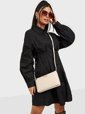 Calvin Klein väska med tryck EW XBODY MONOGRAM