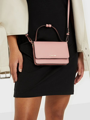 Calvin Klein persikofärgad väska FLAP WALLET MINI BAG W/TOP H