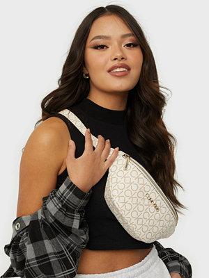 Calvin Klein mönstrad väska WAISTBAG MONOGRAM