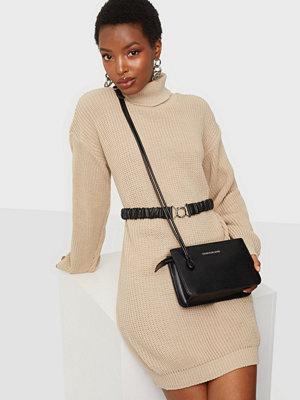 Calvin Klein Jeans svart väska CROSSBODY