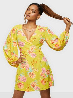 Glamorous Nelly x Glamorous Balloon Sleeve Dress