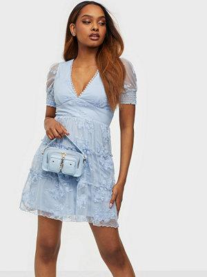 Festklänningar - NLY Trend Sheer Lace Puff Dress
