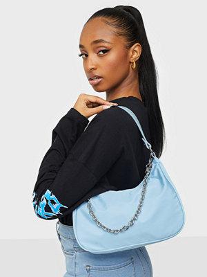 NLY Accessories himmelsblå väska Candy Chain Bag