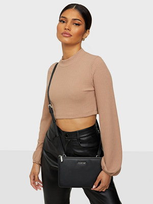 Calvin Klein svart väska Ew Double Compartment Xbody