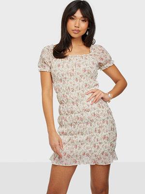 NLY Trend Romance Smock Dress