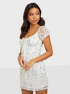 Festklänningar - Love Triangle Olivia Lace Mini Dress