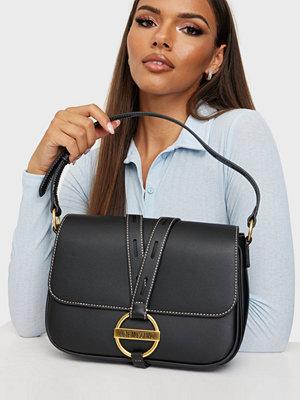 Love Moschino svart väska DAILY LOVE MOSCHINO BAG