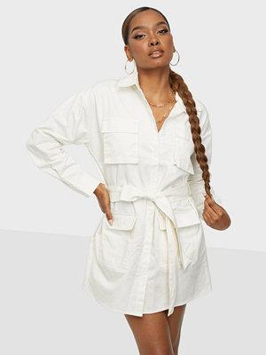 Public Desire AMBER GILL OVERSIZED BELTED SHIRT DRESS
