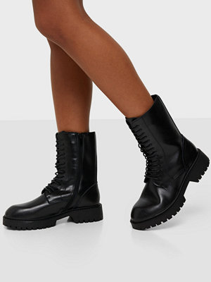 Duffy Classic Leather Lace Up Boots