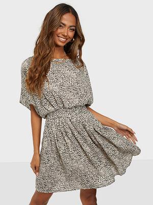 Jacqueline de Yong JDYBASIL S/S DRESS WVN