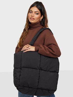 Gina Tricot svart väska Vicky padded shopper