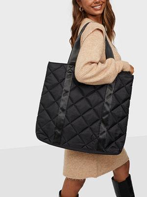 Only svart väska ONLELLA NYLON QUILT SHOPPER BAG