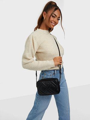 Calvin Klein väska MINIMAL MONOGRAM CAMERA BAG