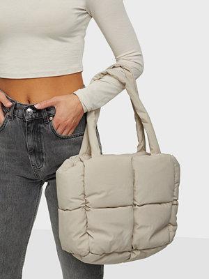 Gina Tricot omönstrad väska Jamie padded bag