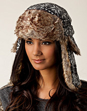 Rut&Circle Love Star Earflap Hat