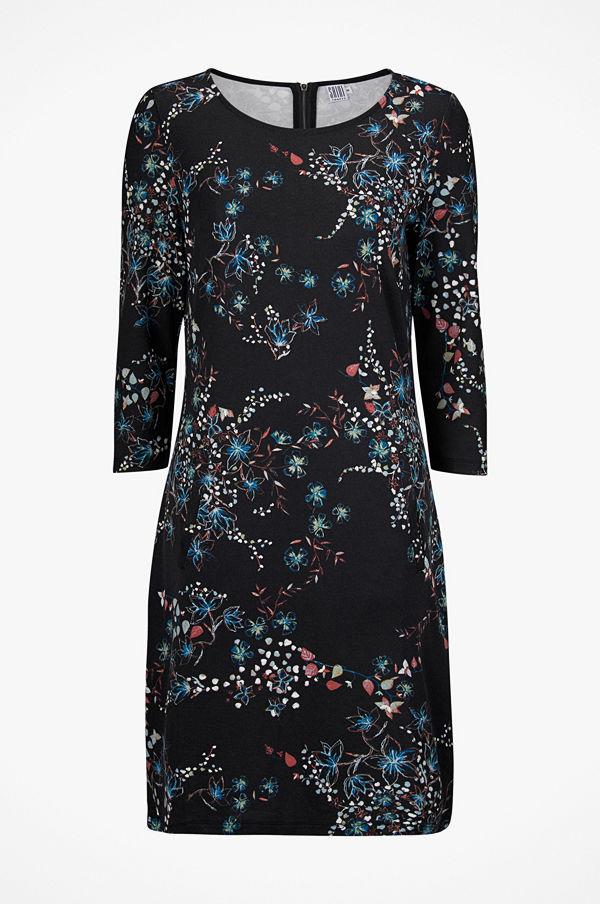 Saint Tropez Klänning Slow F P Dress - Klänningar online - Modegallerian 55c399931d04c