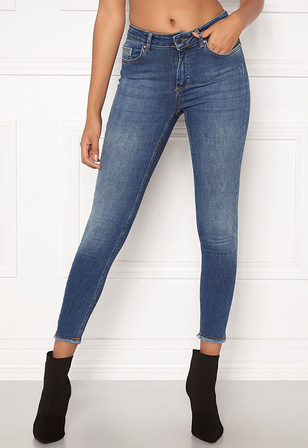 Only Blush Mid Ank Raw Jeans