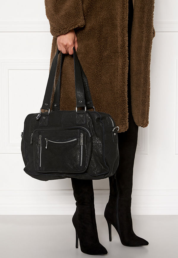 NuNoo svart axelväska Mille Urban Bag Black