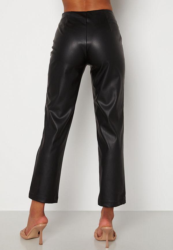 Bubbleroom svarta byxor Pailin cropped PU trousers Black