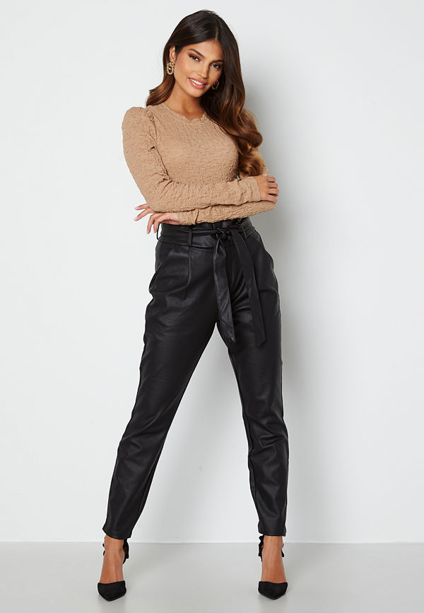 Vero Moda svarta byxor Eva Loose Coated Pants Black