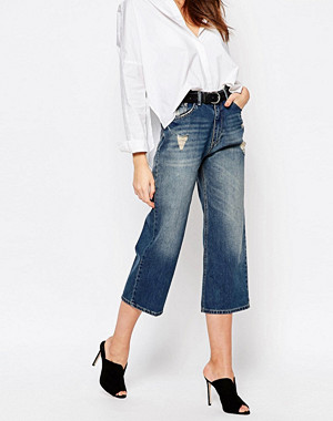 Sisley Cropped Denim Trousers with Distress Detail