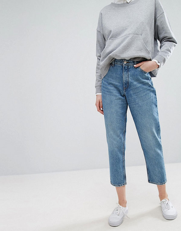 Monki Taiki Ljusblå mom jeans med hög midja i ekologisk bomull Ljusblå