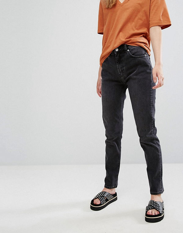 """Weekday Seattle Jeans i """"mom jeans""""-modell med hög midja Härligt svart"""