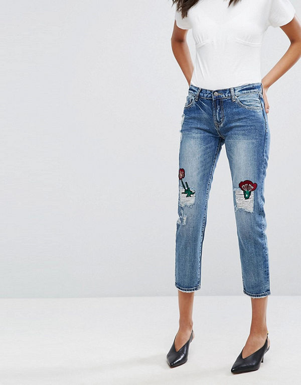 Evidnt Jeans med blommiga lappar och smala ben