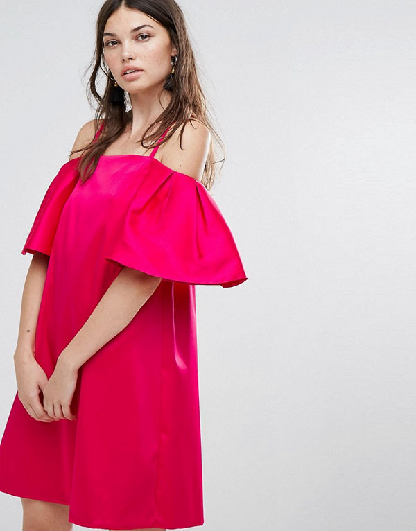 Warehouse Kort singoallaklänning Ljusrosa - Modegallerian e6b18075f6112