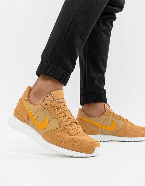 the latest 8eabb 5acb1 Mode för män Skor Sneakers   streetskor. Nike Air Vortex Leather Trainers  In Gold 918206-700