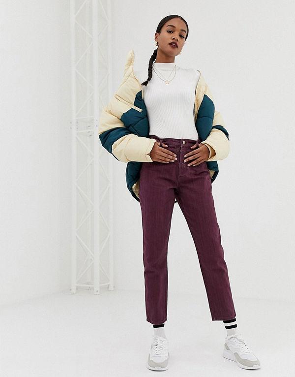 ASOS DESIGN Ritson Oxblodsfärgade mom jeans med hög midja och dekorativ söm i midjan